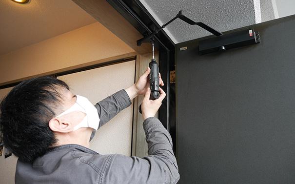 扉の修理、取替